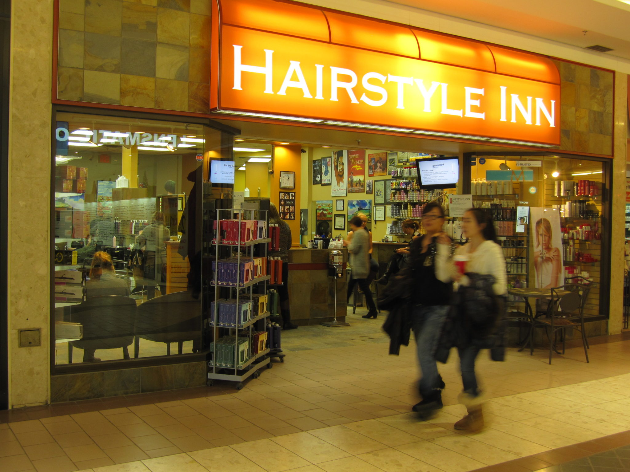 Front view of Hairstyle Inn, Centre Mall at night